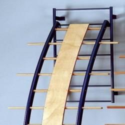 Scala curva con montanti in acciaio