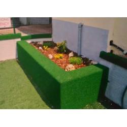 Protezione su misura con finitura in erba sintetica